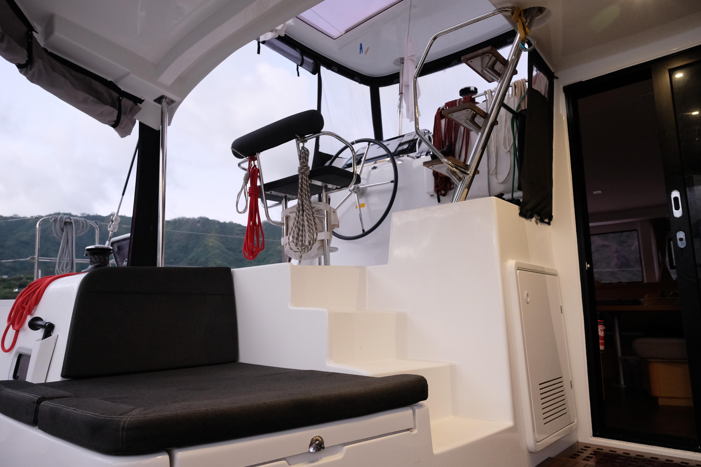 Helm station from cockpit / Styreposisjonen sett fra cockpit