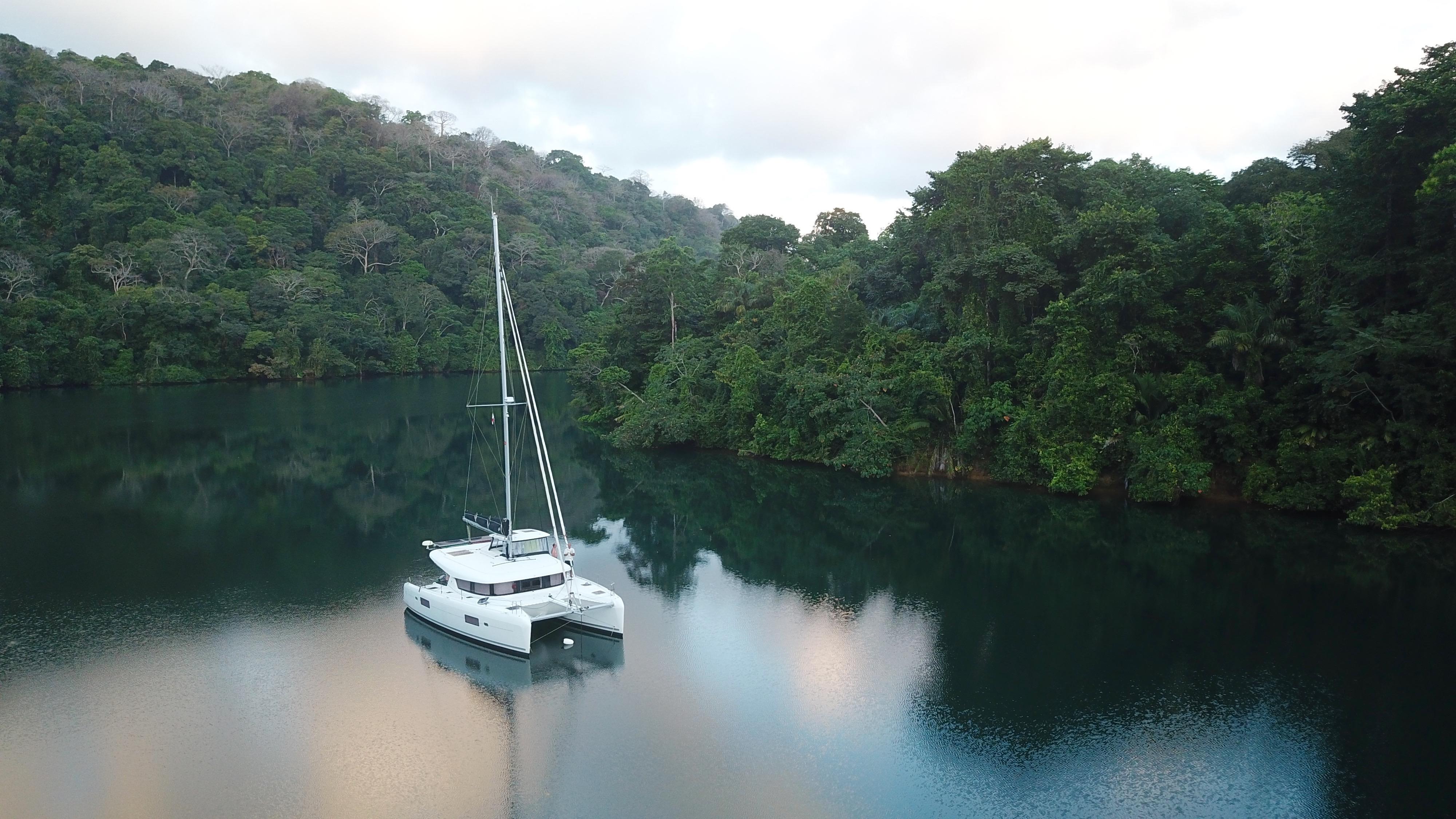 The Chagres river in Panama is stunning. We sailed the river in February 2019, before we went through the Panama Canal. // Chagreselven i Panama er nydelig å seile inn i. Her var vi i februar 2019, før vi seilte gjennom Panamakanalen.